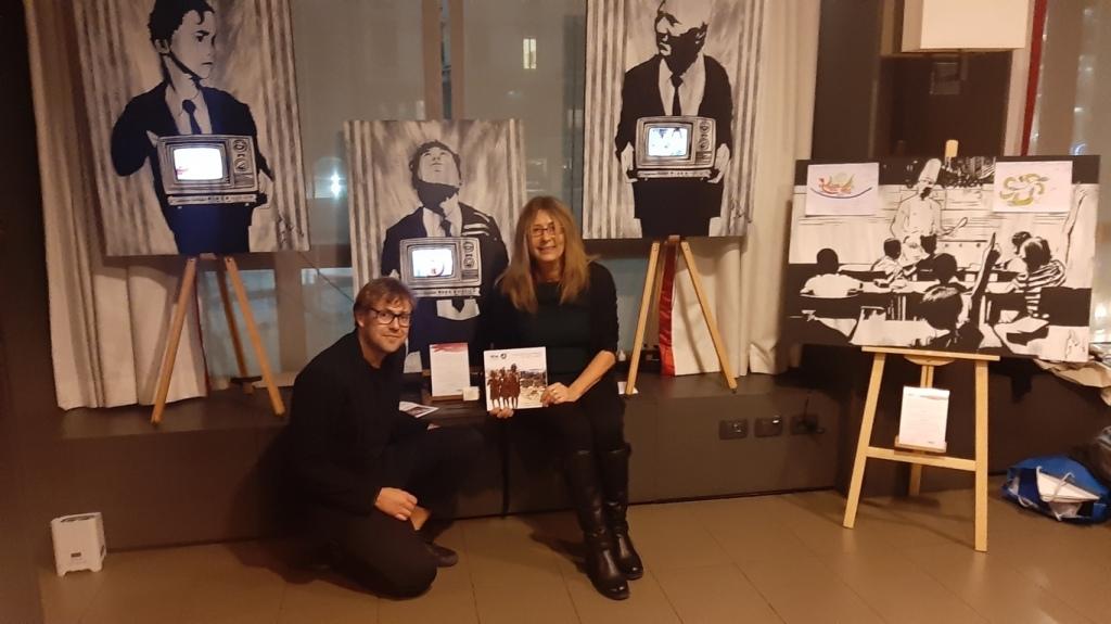 Gaudio e Paola Prada con le opere dell'artista
